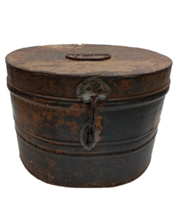 Caixa oval decorativa em metal envelhecido 1 - Divino Espaço